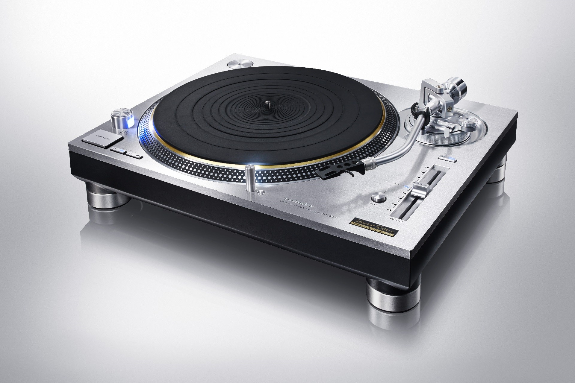 Updated Technics SL-1200 turntable for 2016